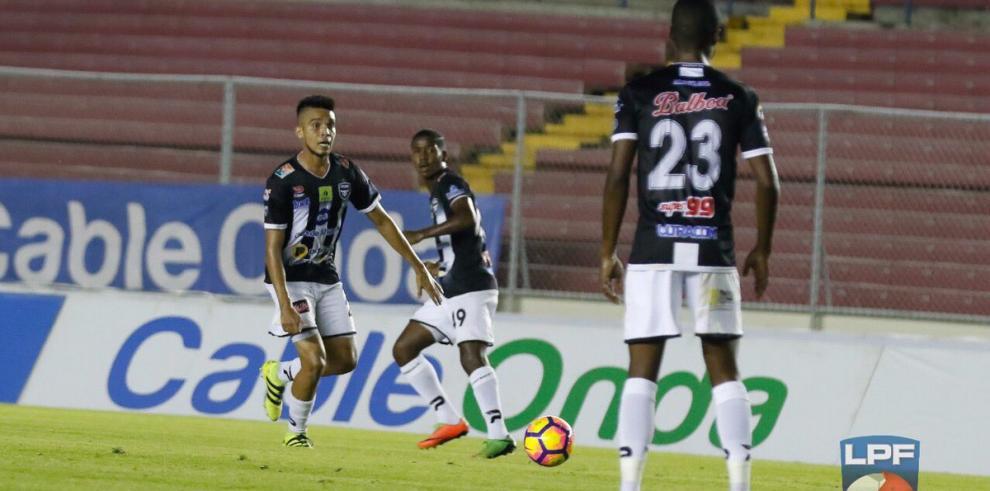 Tauro F.C. es líder, la pelea por la cuarta plaza se reduce a dos en la LPF