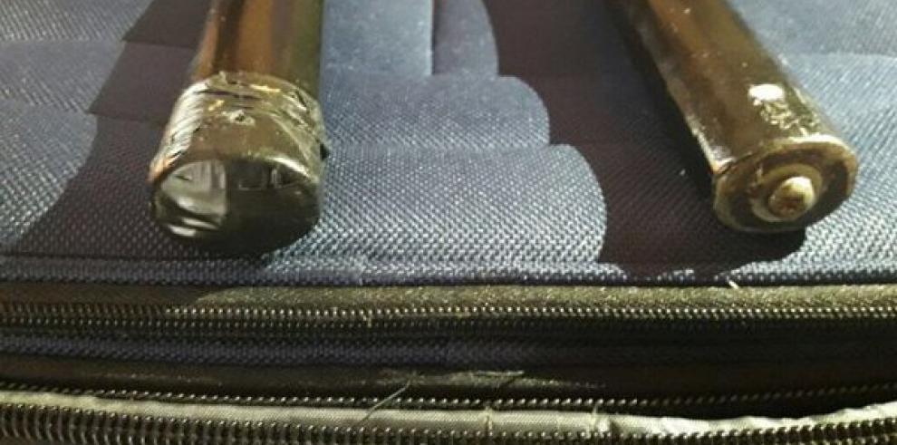 Italiano es detenido por llevar cocaína líquida en barras de metal soldadas