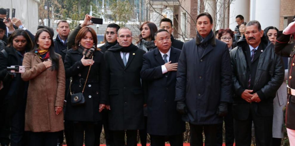 Genaro López justifica su viaje a China