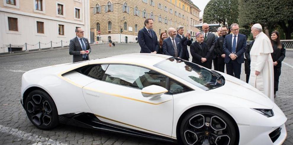 Papa Francisco subastará Lamborghini para ayudar a cristianos de Irak