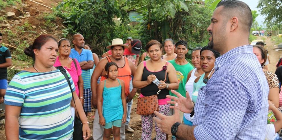 Miviot y residentes de Villa Mireya en Capira se reúnen por legalización