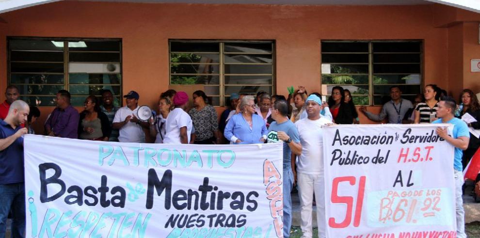 Administrativos del Santo Tomás suspenden labores