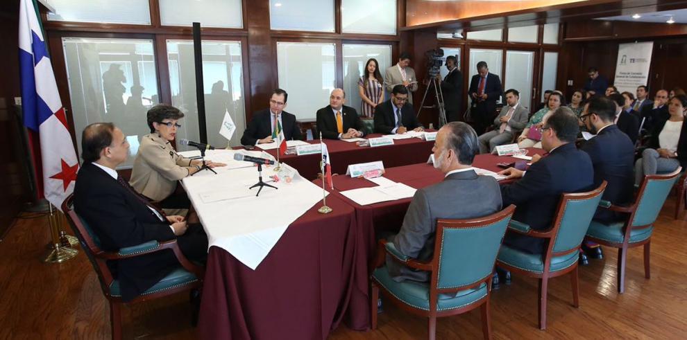 Panamá y México firmanacuerdo de colaboración electoral