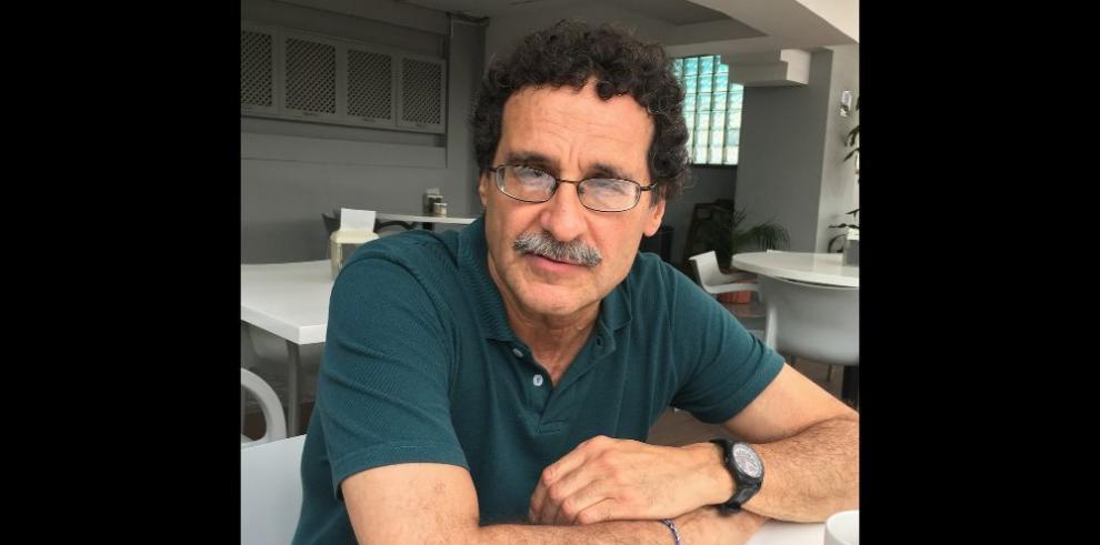 Un poeta egipcio que recita en español