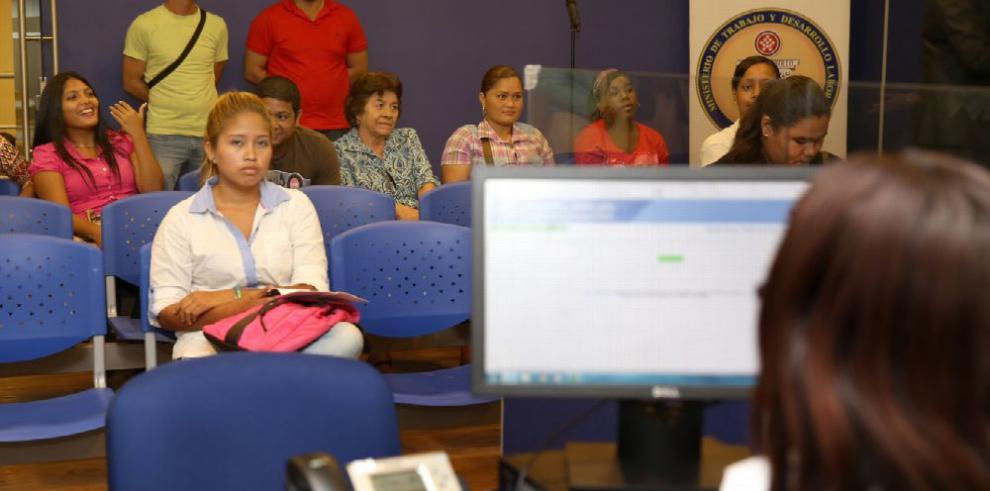 Contratos de trabajo registrados en el Mitradel caen 6% en cuatro meses