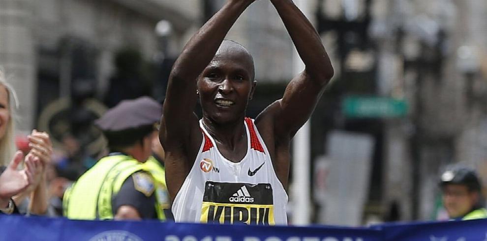 Corredores de Kenia se coronan en Boston
