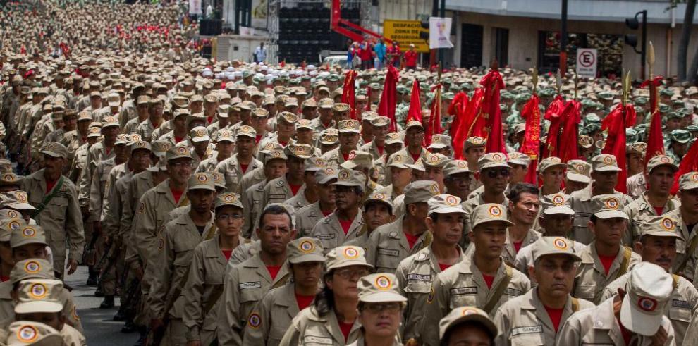 Ejército venezolano marcha y hace llamado 'a la paz'