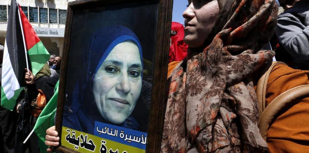 Más de 1,500 presos palestinos en Israel, en huelga de hambre