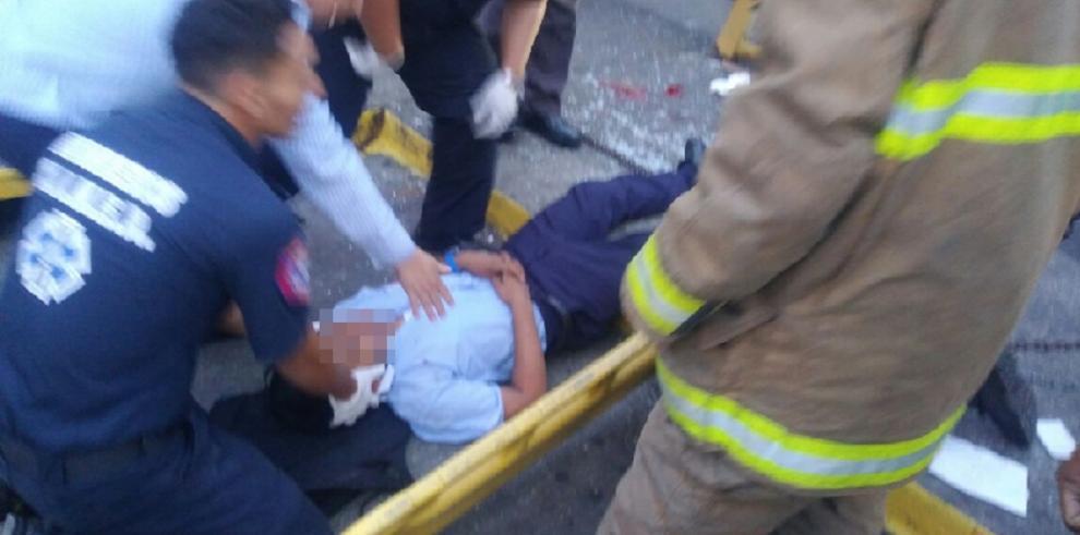 Estudiante al que le cayó un poste se encuentra en condición delicada