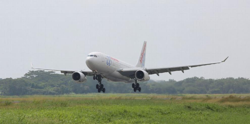 Uso de biocombustibles en aviones reduce emisiones de aerosoles