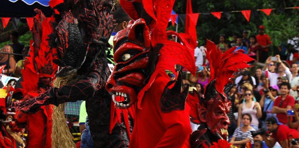 Baile y máscara en Portobelo