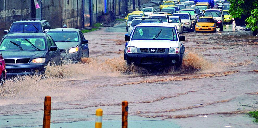 Inundaciones y desprendimiento de techos por lluvias