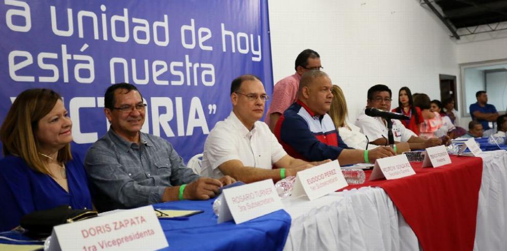 Entre protesta, PRD aprueba solicitar investigar diputados