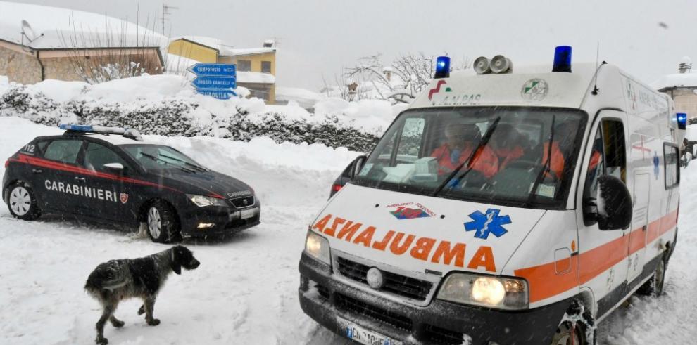 Recuperan un cadáver entre escombros en la zona del terremoto de Italia