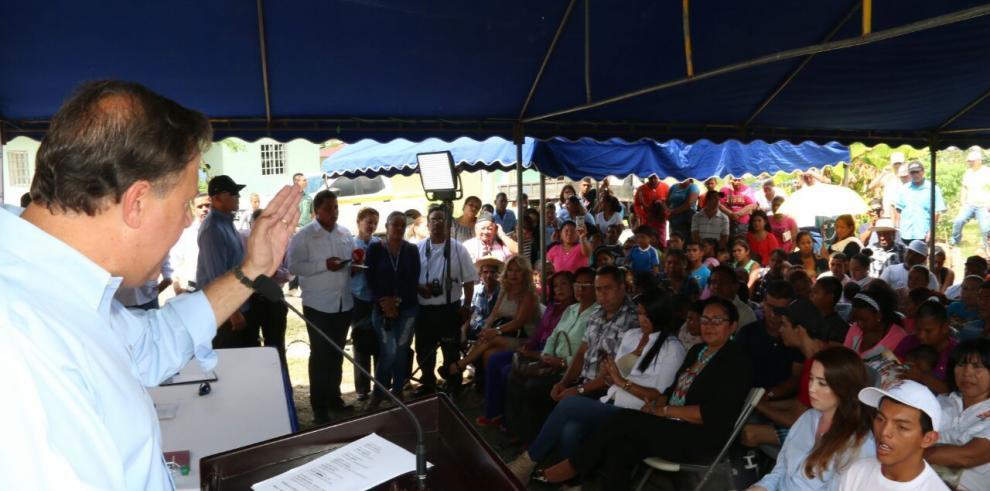 Varela entrega 500 viviendas de interés social