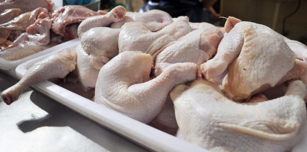 Anavip advierte de comercialización de pollos alterados