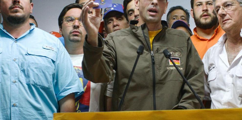 Capriles anuncia que ha sido inhabilitado por quince años