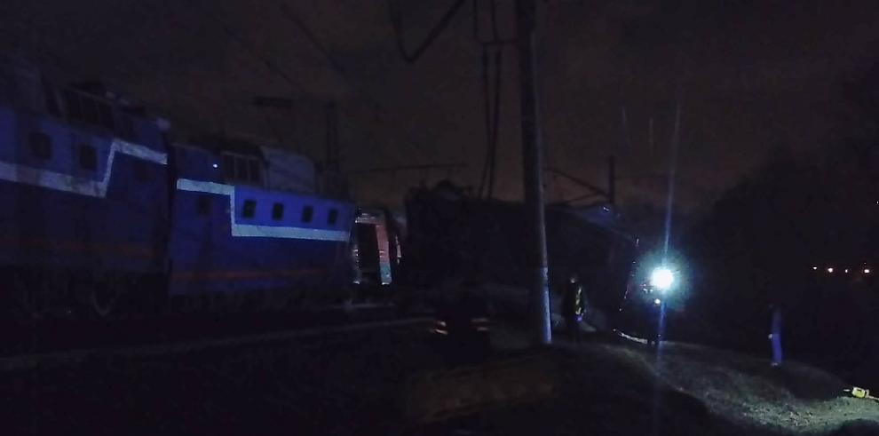 Tres heridos deja choque de trenes en Moscú
