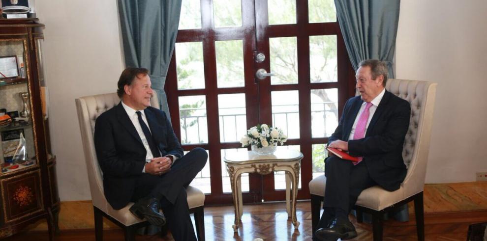 Varela dialoga sobre seguridad con el secretario del SICA