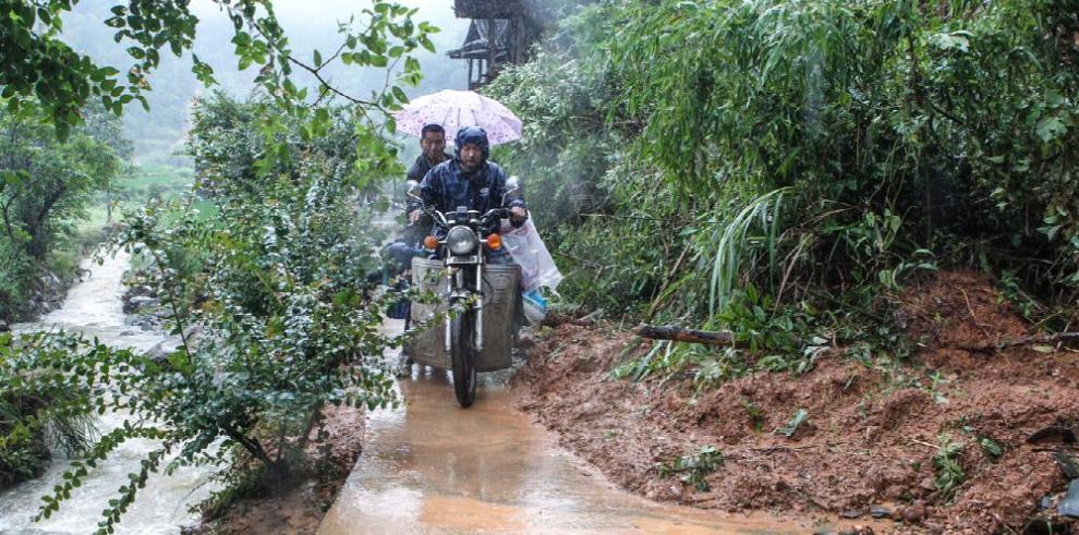 China emite alerta por lluvias