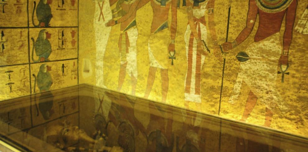 Egipto se interesa por los restos orgánicos de la tumba de Tutankamón