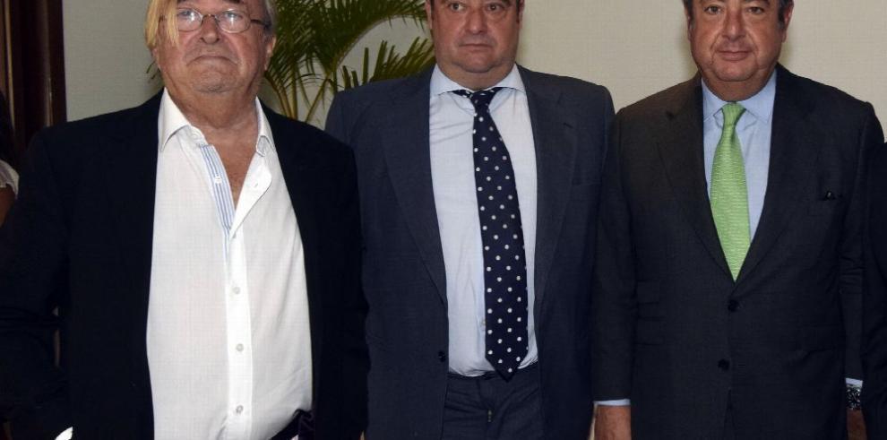 Forum de Periodistas agasaja a jurados