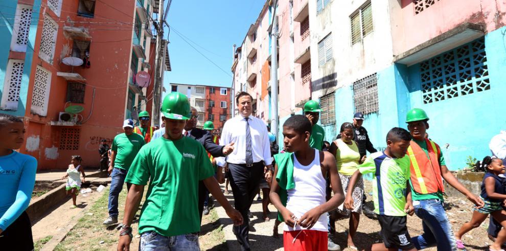 Gobierno inicia rehabilitación de 55 edificios en San Joaquín
