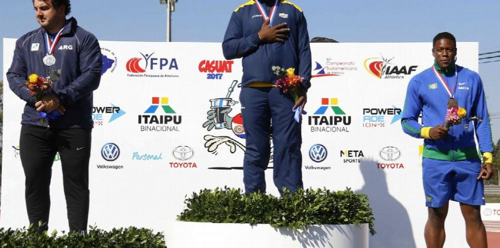 Venezolano Javier Yánez bate el récord en salto
