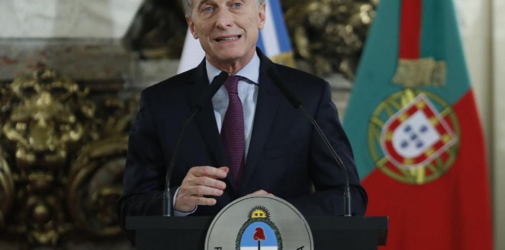 Denuncian a Macri por defraudación en deuda a cien años