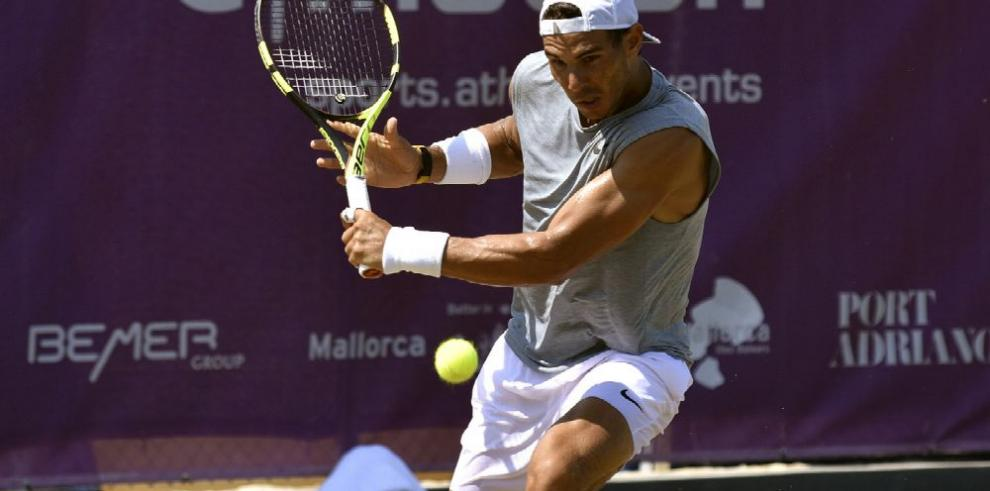 Federer es el gran favorito en Wimbledon dice Nadal