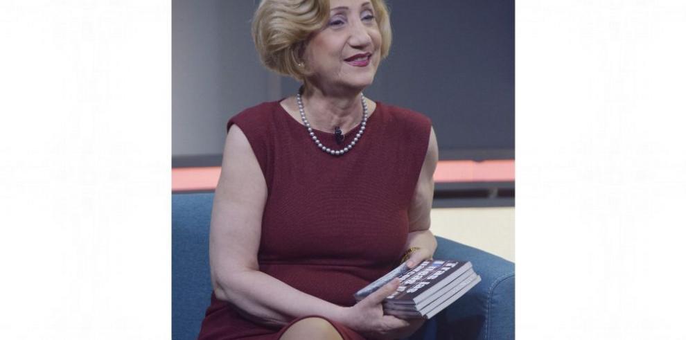 'Hay escritores que pasan por la vida a hurtadillas, sin dejar huella'
