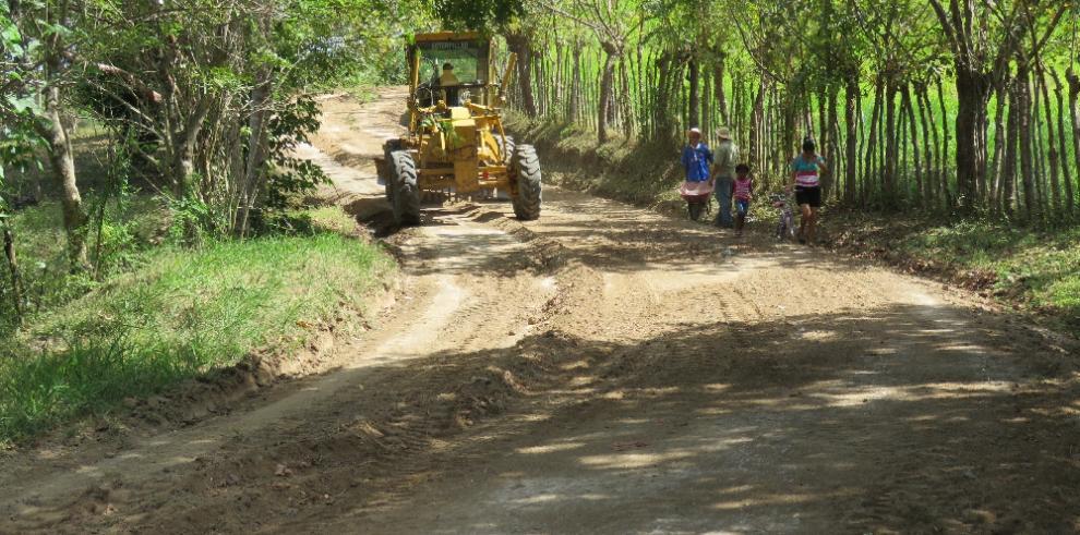 MOP inicia la reparación de la vía El Mejía Abajo y El Mejía Arriba en Herrera