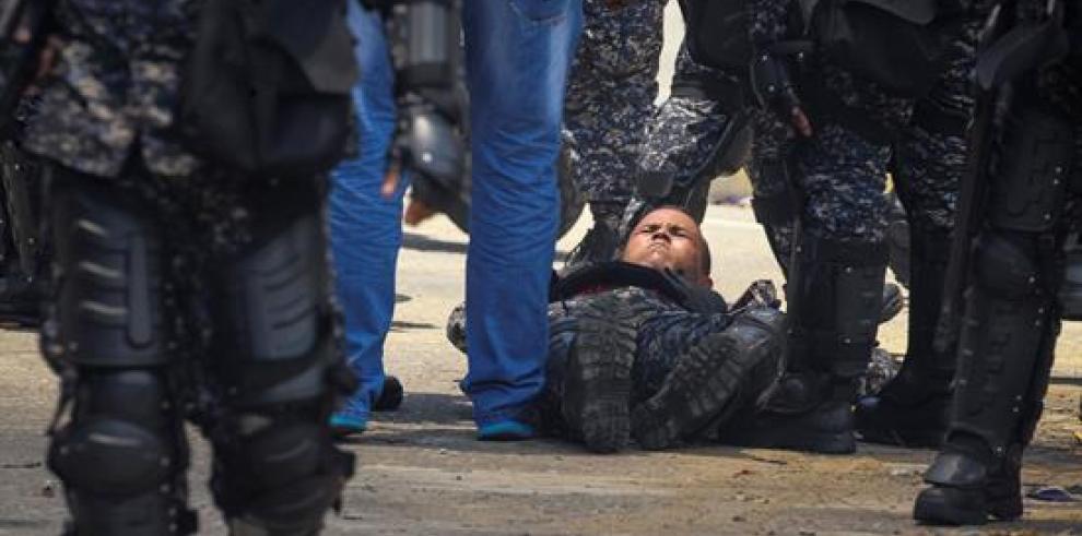 Un agente herido tras explosión de dos motos de la Policía en Caracas