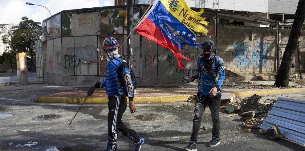 EEUU baraja ampliar las sanciones a Venezuela a su sector petrolero