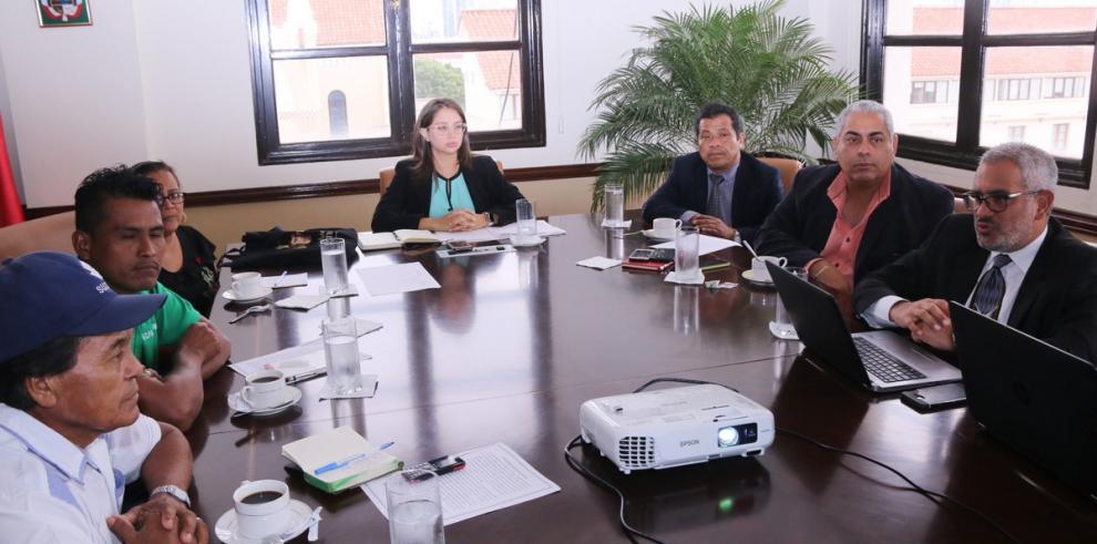 María Luisa Romero se reúnen con autoridades del territorio Bribri