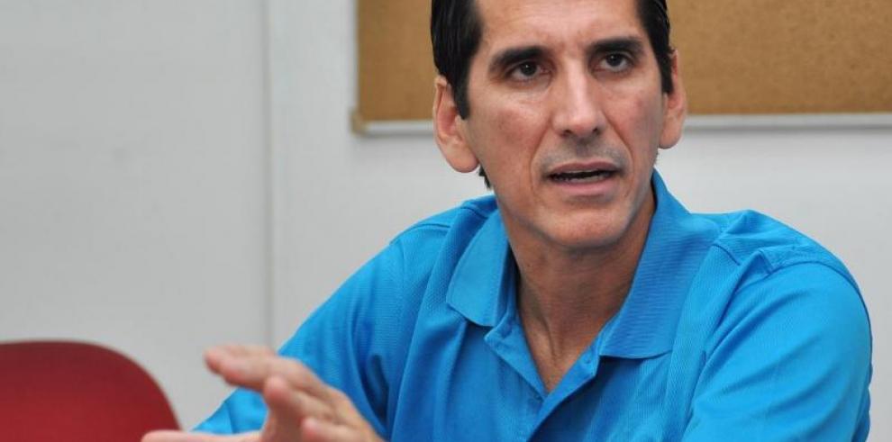 Dirigentes de CD acusan a Rómulo Roux de traidor