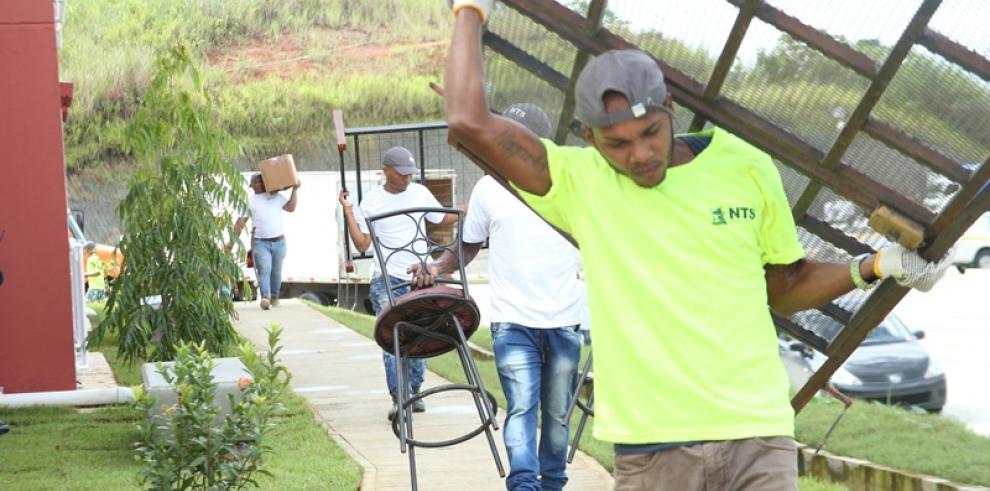Miviot traslada más de 100 familias a Altos de Los Lagos