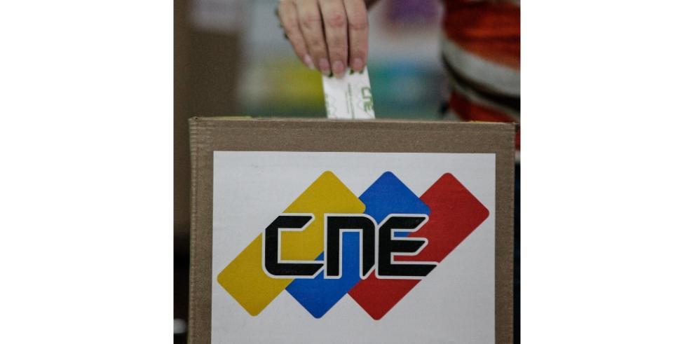Poca afluencia de electores marca jornada de comicios municipales venezolanos