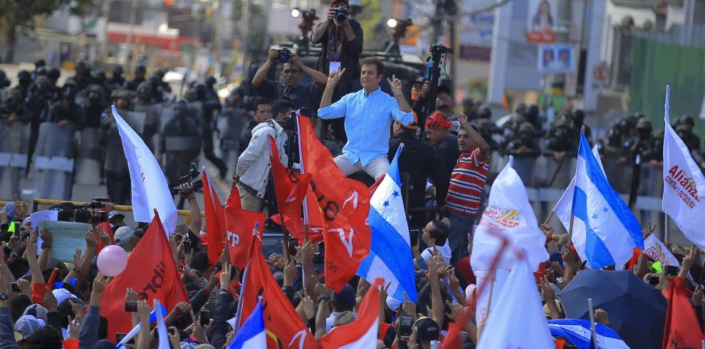 Oposición que lidera Nasralla protesta por