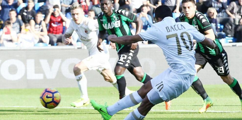 Milan y Lazio se mantienen cerca de la zona europea