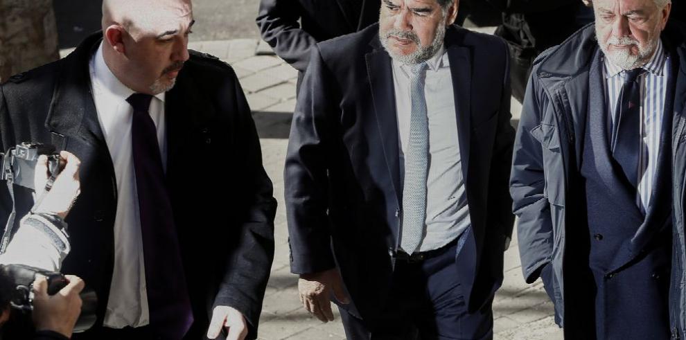 Subastan medalla de Maradona en $9 mil