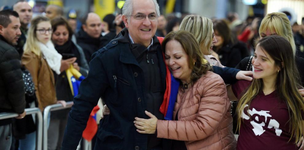 Almagro habla por teléfono con Ledezma tras su fuga de Venezuela