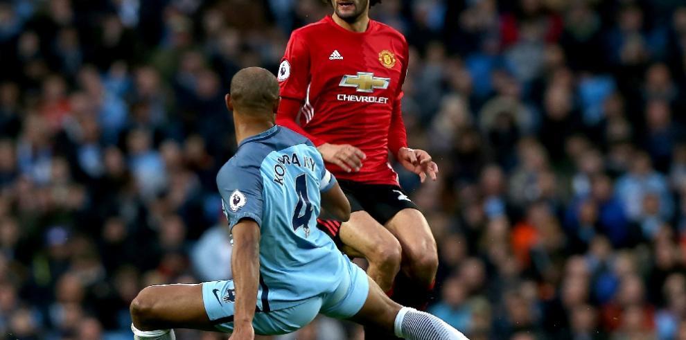 El Manchester United sobrevive en el Etihad