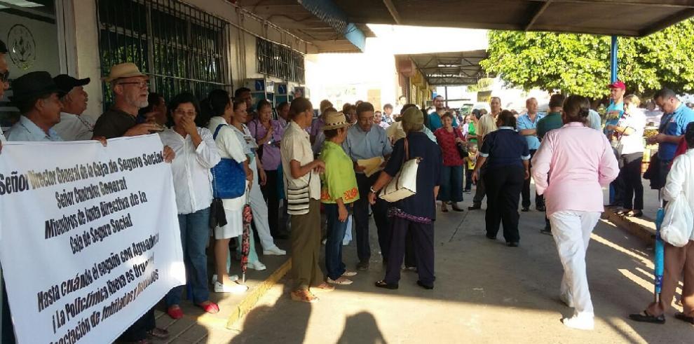 Aguadulceños exigen entrega de policlínicaManuel de Jesús Rojas