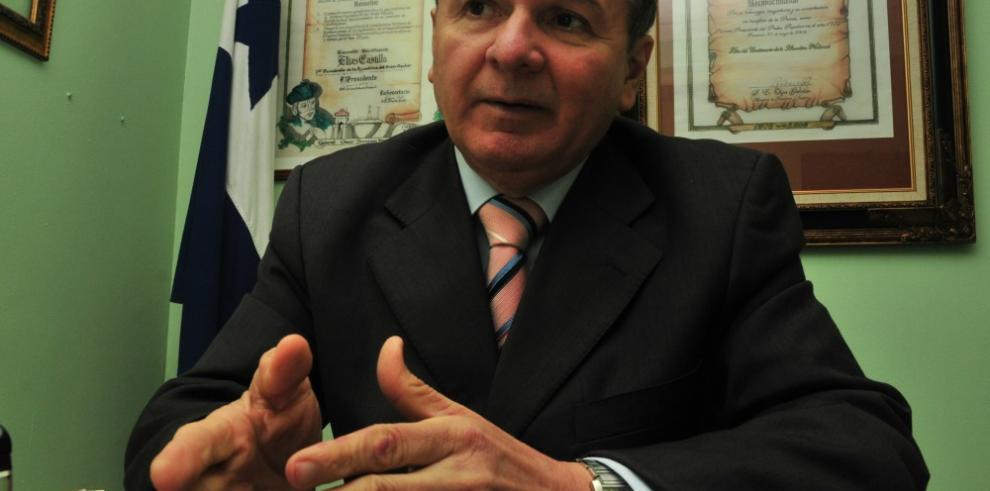Castillo presenta anteproyecto para regular migración