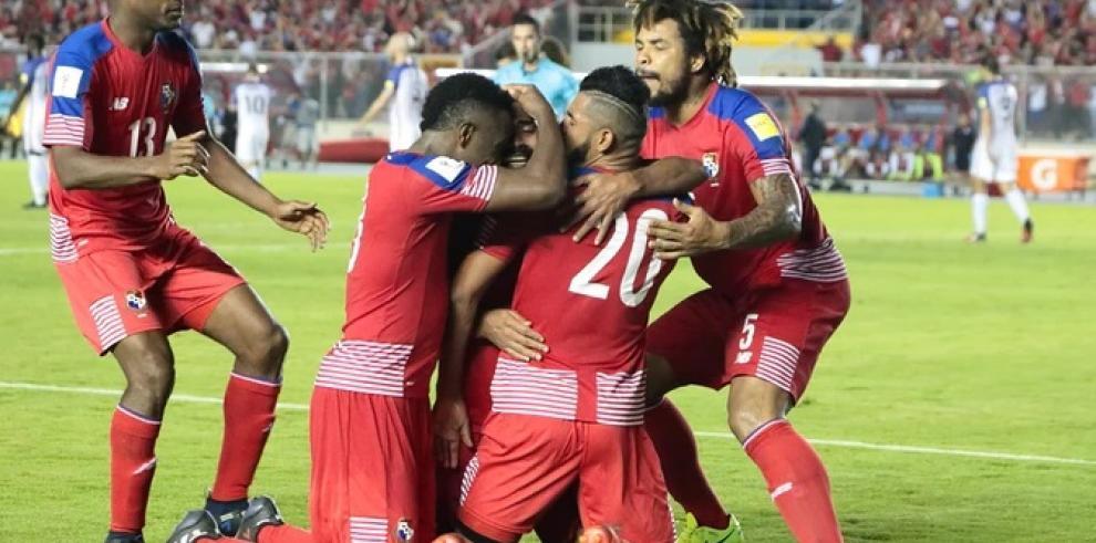 Concacaf distingue a 'La Roja' y Román Torres