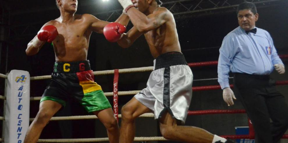 Tanda explosiva de boxeo en la Sociedad Española