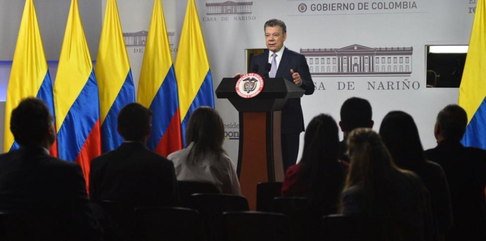 Andrés Pastrana pide enjuiciamiento de Juan Manuel Santos