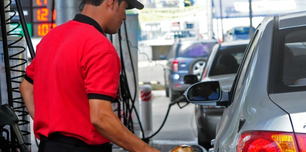 Precios del combustible bajarán a partir de este viernes 23