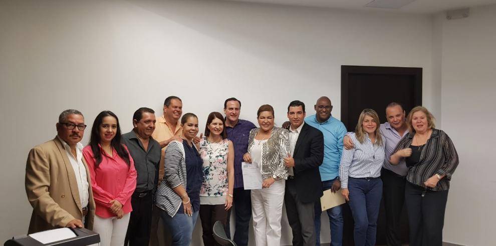 Ricardo Martinelli se postula para la presidencia de CD